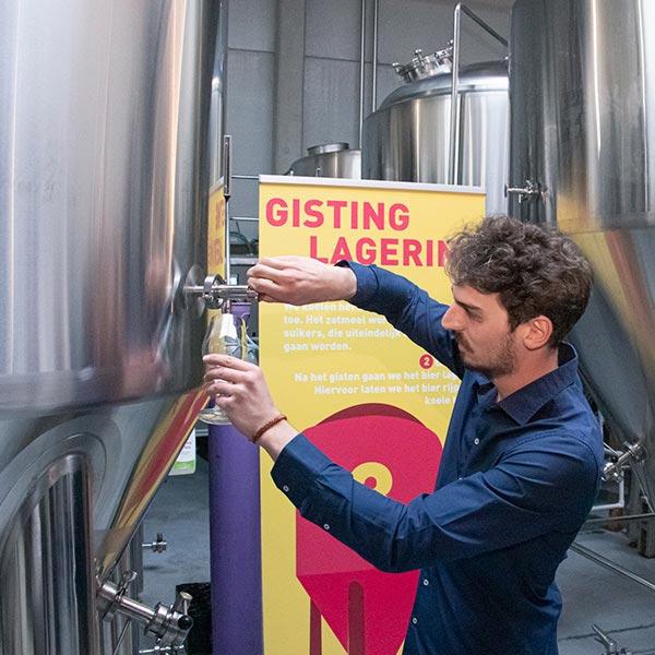 Na het brouwen van het bier kan het bier gegist worden