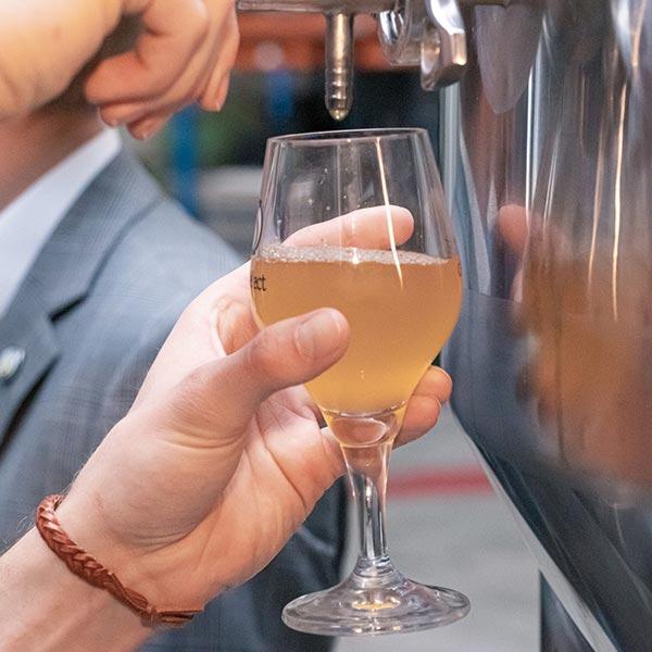 Je eigen bier wordt gebrouwen en geproeft door professionals